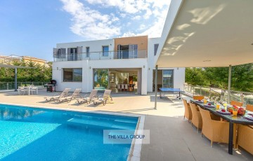 4 bedroom luxury villa with private swimming pool