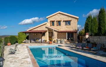Beautiful 3-bedroom stone-built villa located in a peaceful and secluded, hilltop area of Giolou