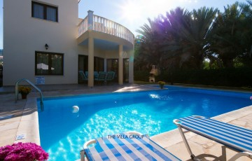 9m x 4.5m swimming pool (depth 1.45m)