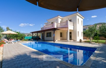 4 bedroom villa in Argaka with large private swimming pool
