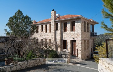 Charming 5-bedroom stone villa conveniently located close to village amenities