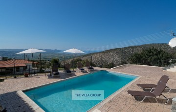 Charming 5-bedroom villa in the heart of Peristerona village