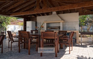 The villa offers plenty of different barbecue options
