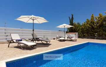 Sunbeds and parasols next to the swimming pool