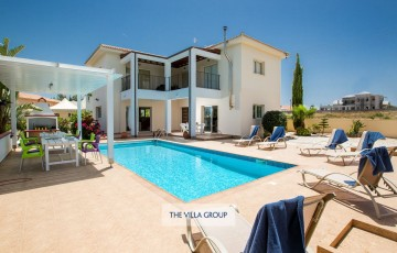 3 bedroom villa is located in Protaras in a lovely secluded area, just a few minutes drive to the resort centre