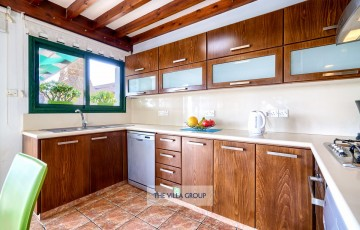 Kitchen equipped with all your self-catering requirements