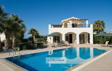 Modern 4 bedroom villa located in the area of Sea Caves