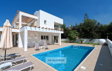 5 bedroom villa located in Kissonerga