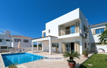 The property is located directly next to villa ref 415301 making it the perfect combination for larger groups