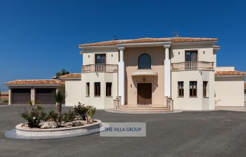 Luxurious 6 bedroom villa located only a few minutes from Protaras
