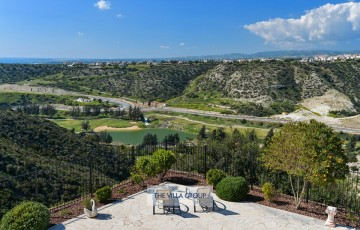 Stunning views of the surrounding countryside and Mediterranean Sea